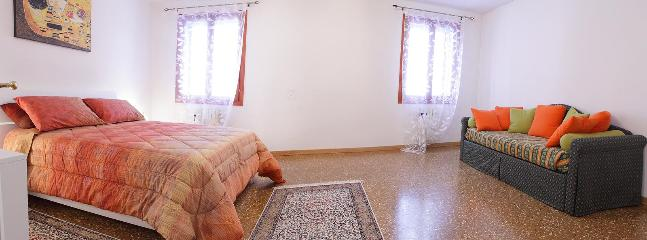 Double room with extra double sofa bed very comfortable (photo 2)