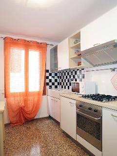 Fully equipped kitchen (photo 2)