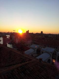Romantic venitian sunset on Rialto bridge at Altana Albachiara!