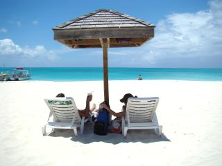 Enjoy Turks & Caicos on a Budget! Oceanviews!!!