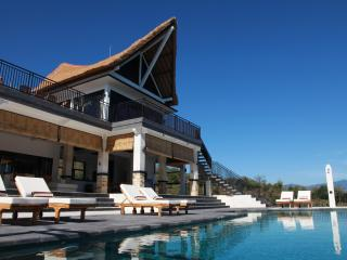 Puri Soka: New Luxury Villa, Breathtaking Views!