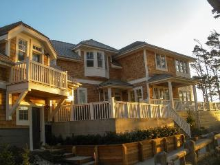 Beach Bluff with carriage house - Oceanfront