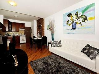 Trendy 4BR/2BA Chelsea Apartment for 10 in NYC!, Nueva York