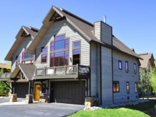 Alpine Vista ~ 4 Bedroom Townhome ~ 4 Bedrooms, Steamboat Springs