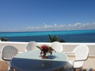 4BR Spacious Penthouse Stunning Oceanviews, Beach, Pool- Villa Bonita