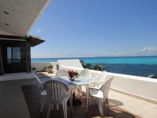 4BR Spacious Penthouse, Beach, Pool- Villa Bonita