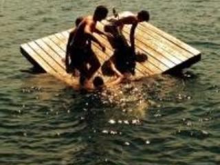 Diversión en el dique flotante