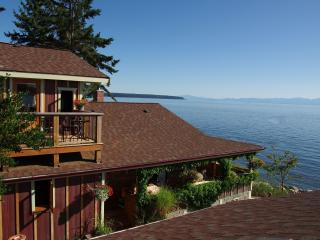 Blitz Beach House Oceanfront Retreat, Powell River near Lund