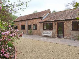 MANOR BARN spacious ground floor cottage, woodburner, WiFi, beautiful