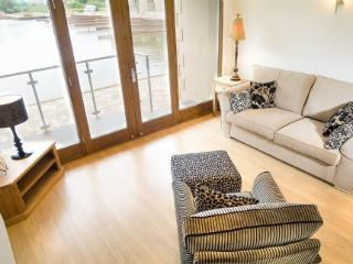 MARINA COTTAGE, 2 bedroom, Carnforth, Lancashire Cumbria Border