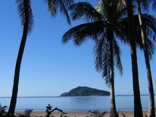 Baku Beachouse retreat for couples in Daintree QLD