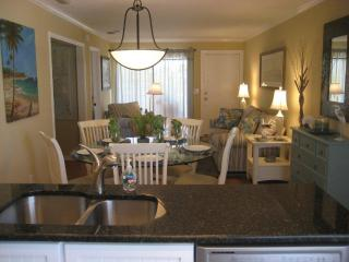 3 Bedroom Condo / Apartment - just steps to Fort Myers Beach