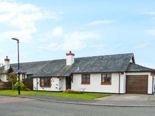 Y BEUDY detached bungalow, enclosed garden, pet-friendly, beach and forest close by, in Newborough, Ref 18613