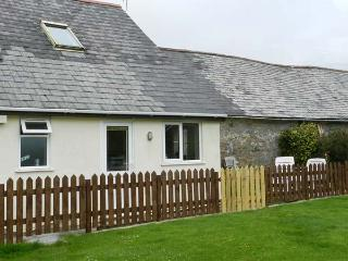 STABLE COTTAGE, pet-friendly cottage, garden, games room, in Lincombe near
