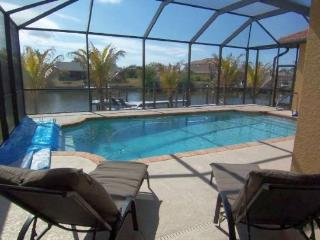 Tropical Oasis - SW Cape Coral 3b/2ba Elect Heated Pool, Gulf Access Canal, HSW Internet , Boat Dock with Tiki Hut,