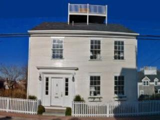 4 Bedroom 4 Bathroom Vacation Rental in Nantucket that sleeps 8 -(10333)