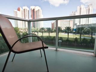 Standard 1 Bedroom Park View OR323 !, Sunny Isles Beach
