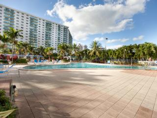 Deluxe 2 Bedroom Pool View OR204 !
