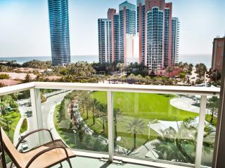 Standard 1 Bedroom King Suite Ocean View OR907 !, Sunny Isles Beach