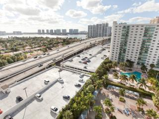 Deluxe 2 Bedroom Bay View OR1504, Sunny Isles Beach