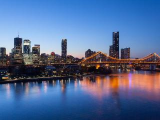 Pure riverfront luxury apartment with secure car space, Brisbane