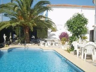DENIA -Bungalow 90m2,  Pool 5x10m, Terrace, Sea fine Sandy Beach 200m, Parking, WIFI, Sat. TV