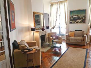 526 Three bedrooms Great Location  Paris Saint Germain des Pres district, París
