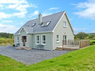 CRONA COTTAGE, ocean views, off road parking, large garden, in Donegal, Ref