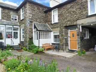 COSY NOOK, close to Lake Windermere, woodburning stove, two bedrooms, in