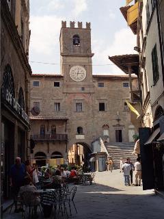 Countryhouse Villa La Rogaia Umbria, Cortona market place
