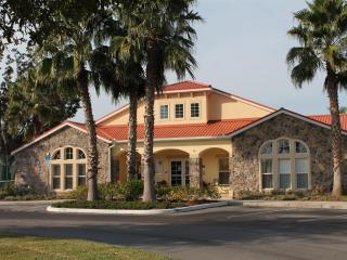 4 bedroom Gated Villa 5 Miles to Disney Free WiFi