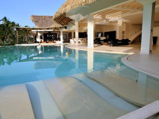 Villa del Mar  Beachfront, 13 bedrooms, 26 sleeps, Las Terrenas