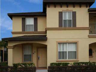 4 Bedroom Townhouse - New Pool open! Near Disney, Kissimmee