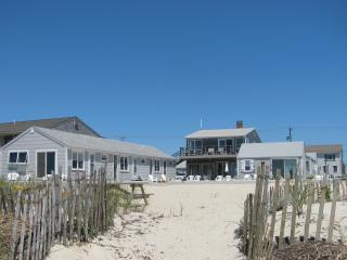 Cottage on Private Beach, 1 Mile to Provincetown, Truro