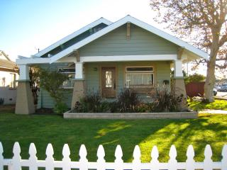 New Listing,Arts&Craft Bungalow,Walk to Disneyland, Anaheim