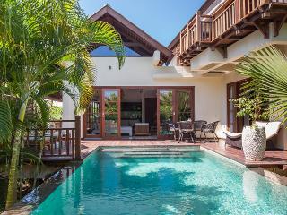 Villa Karma Manis w/beach club!, Ungasan