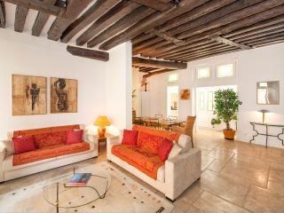 Atypical & spacious 2BD/2BTH in the center of Paris 6th arrondissement