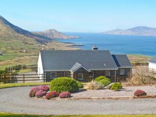 RADHARC NA MARA, detached property, solid fuel stove, front and rear gardens, ocean views, near Waterville, Ref 16858