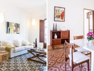 Santa Catalina: Sunny, modern flat. Large windows