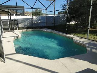 Large 4 Bedroom with private pool 20 min to Disney, Davenport