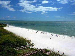 TOP FLOOR BEACHFRONT CONDO*FULL PANORAMIC VIEW*MANY EXTRAS*FROM $695/Wk+Tx+Fees, Marco Island