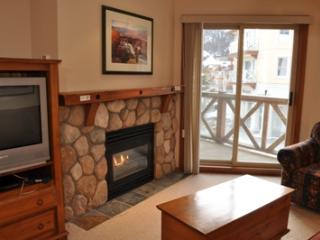 Fireside Lodge Village Center - 215, Sun Peaks