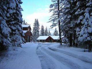 Aspen Lodge!  Newer Cabin on 5 Acres! 6BR / 3.5BA, Sleeps 20, Hot Tub!