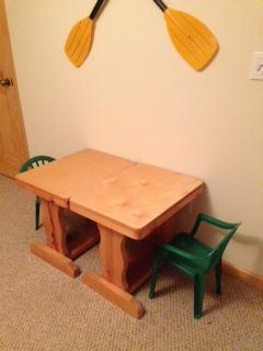 Kids tables & chairs in twin bedroom
