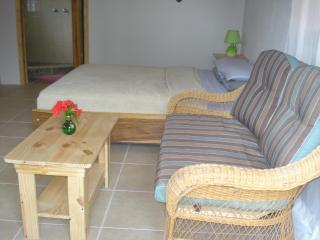 Beautiful Studio Bungalow with A/C and Breakfast, Cahuita