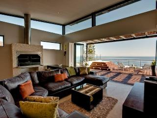 328 - OCEAN ROCK VILLA, Camps Bay