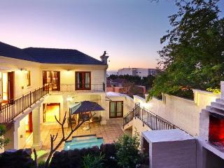 803 - CENTRAL VILLA, Camps Bay