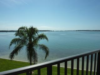 Beautiful Oceanfront Isla Del Sol Condo, St. Petersburg