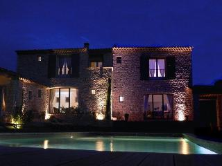 Les Terrasses - Gordes, BnB, room Perle, WiFi, heated pool