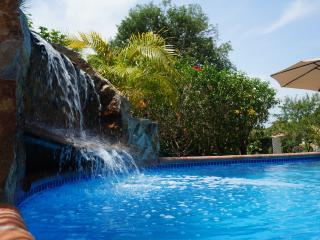 Cozy Casita - priv. proprty, big pool, near beach, Playa Coronado
